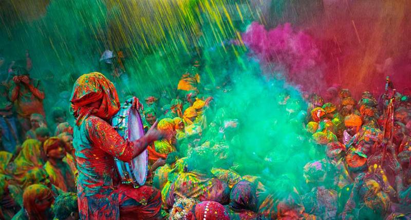 Lễ hội ném bột màu Holi ở Ấn Độ