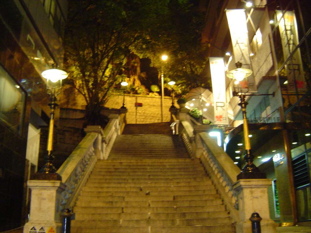 Khám phá Hong Kong như trong phim