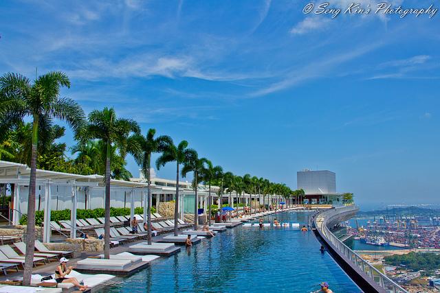 Bể bơi trên không độc đáo ở Singapore