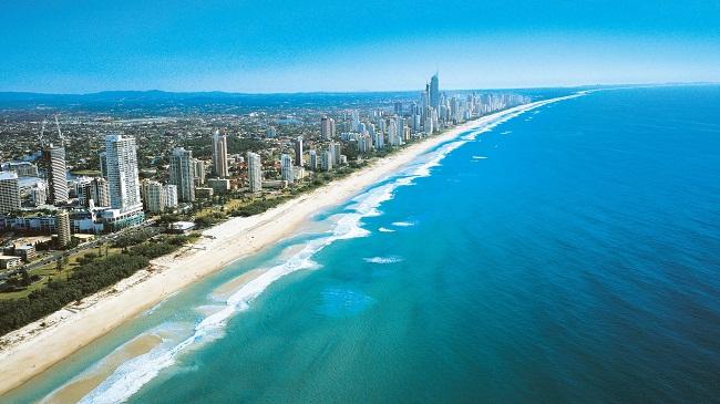 Đường bờ biển trải dài ở Gold Coast