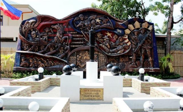 Đài tưởng niệm đại tá John Stosenburg