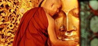 Du lịch Myanmar tìm hiểu về lễ rửa mặt Phật ở chùa Mahamuni