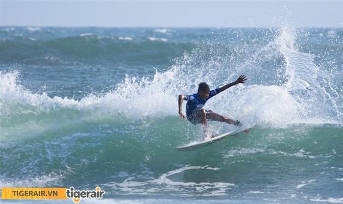 Lướt sóng bãi biển Kuta