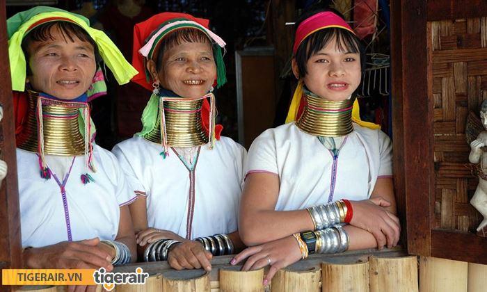 những người phụ nữ cổ dài Padaung